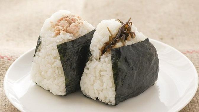 Resep Dan Cara Membuat Resep Nasi Kepal Onigiri Tuna Yang Simple Gampang Dibuat Food Onigiri Fruit
