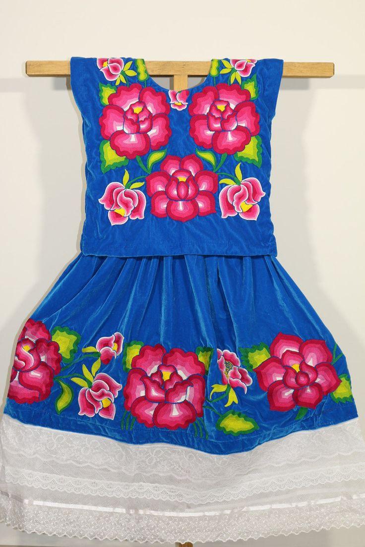 Tehuana dress: handmawoven flowers in blue velvet, style Frida Kahlo, Beautiful huipil and skirt of the Oaxaca, ethnic outfit, huipil hippie de CadenillayFlores en Etsy