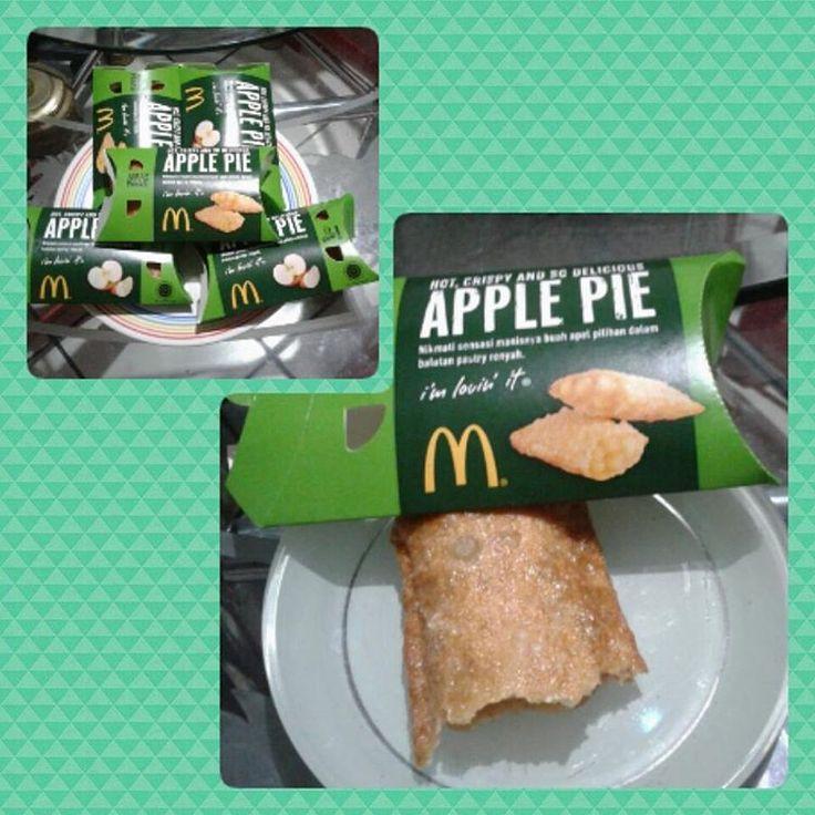 Gak mau ketinggalan cobain produk lama yang muncul lagi ini dia pie kekinian Apple Pie dari McDonald's #kepo#cobain#applepie#apple#pie#mcdonalds#sweet#crispy#delicious#deliciousfood#yummy#loveit