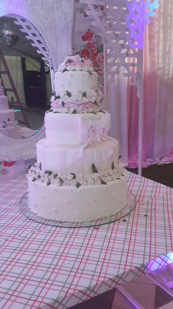 tierna torta de rosas
