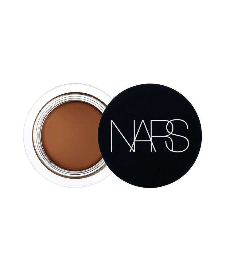 Celeb makeup artists choose their favorite concealers for darker skin tones.