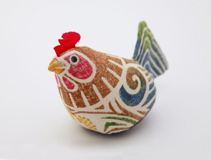 木版手染めぬいぐるみ 「酉」とり | 真工藝の通販 - Rin - 季節を楽しむ、和のお福わけ 【ラッピング・熨斗無料】