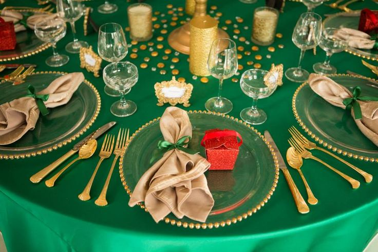 We love this gorgeous table scape that @grandevent created!