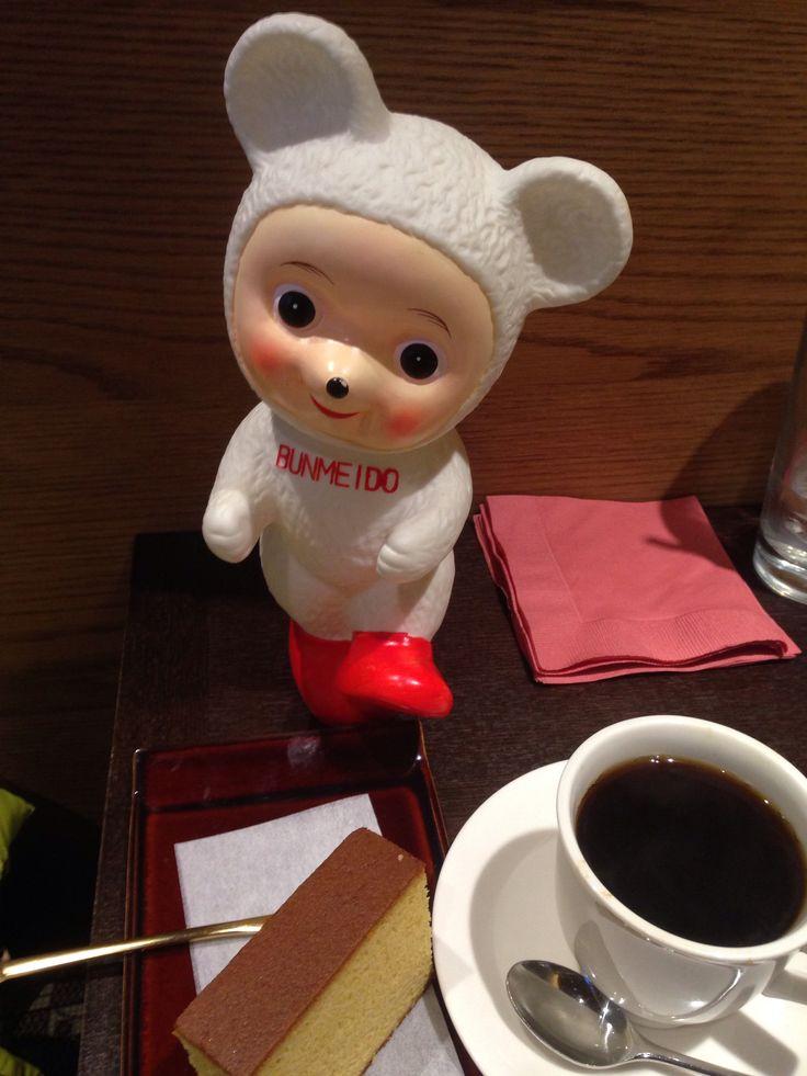 文明堂日本橋本店! もちカステラ! ランチタイムは15時まで。 これ、熊です。