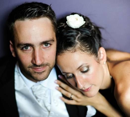 "Fotografia de noivos que transmitem ""peace & love"" - Clique na imagem para ver o post completo / Click on the picture to check out the whole post"