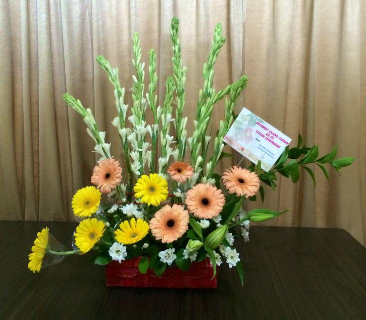 Fresh Flower Arrangement by www.liengallery.com  #surabaya_florist #LienFlowerDecoration #tokobunga #tokobunga_surabaya #delivery_florist_indonesia #florist #fleurs #flower_arrangement #florist_banjarmasin #bunga_meja #bungameja #bouquet #rangkaian_bunga #Indonesia #tokobunga_banjarmasin