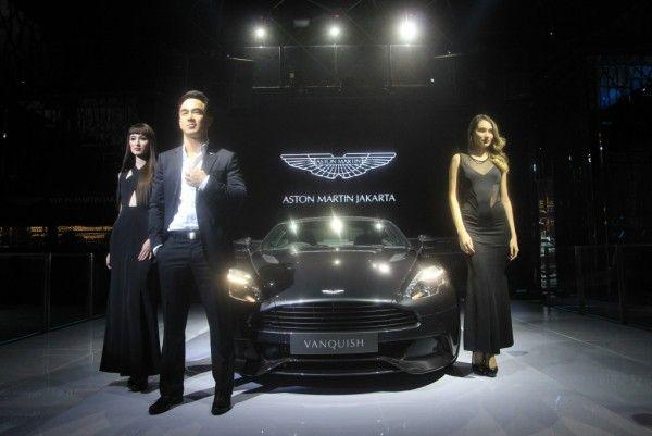 Aston Martin Jakarta resmi melepas dua model terbaru mereka, yaitu Vanquish dan Vantage S untuk memuaskan para pecinta mobil mewah dalam negeri.  Pabrikan asal Inggris yang sering mengeluarkan mobil mewah ini memang sangat apik dalam membuat kendaraan yang berkelas. Terbukti, produknya tidak hanya laku di pasaran tapi juga turut beraksi di film aksi James Bond.
