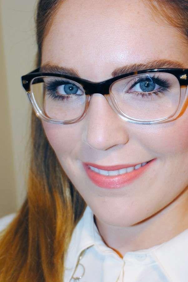 Make up per chi porta gli occhiali - Mascara e labbra corallo