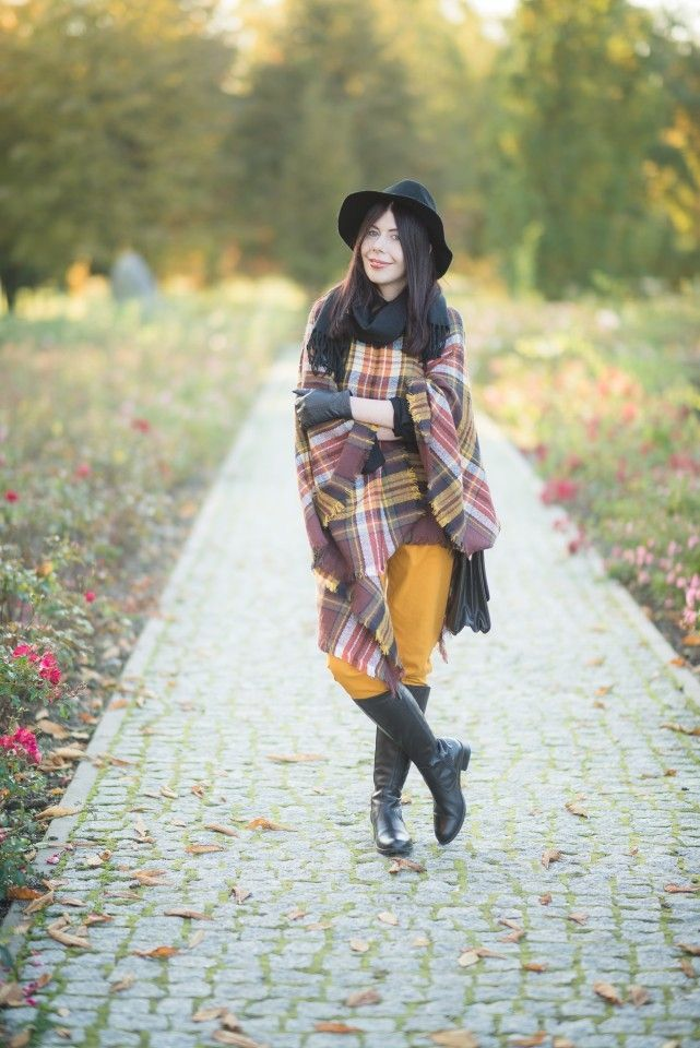 Autumn OOTD with hat and checkered poncho  #hat #checkered #ootd #fall #autumn #poncho #fashion