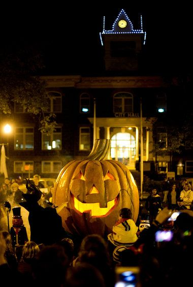 "Yes, the 1998 Disney Channel TV movie ""Halloweentown"" was filmed in the town of St. Helens, Oregon, and you can get a nostalgic taste of the movie by visiting St. Helens during its monthlong event, ""Spirit of Halloweentown."""