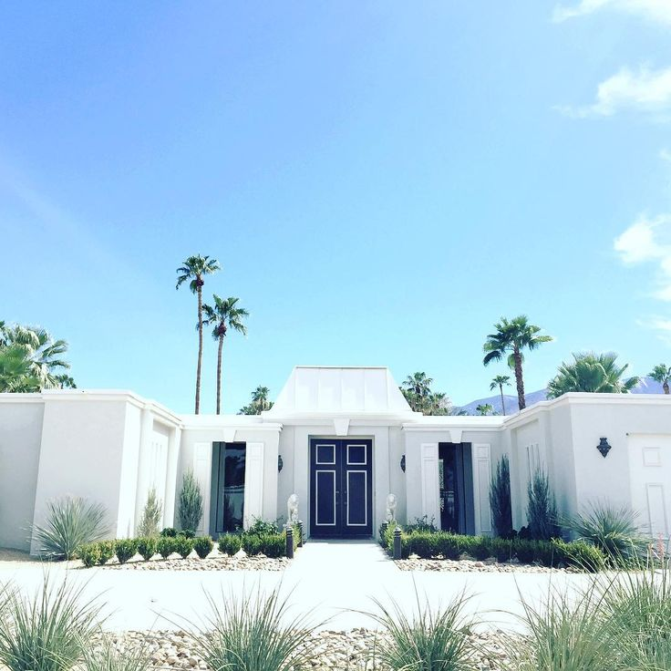 Kelly Golightly Palm springs houses, Interior design