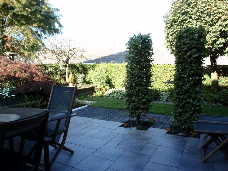 2 zuilbomen geven voldoende privacy en sluiten het terras toch niet helemaal af.