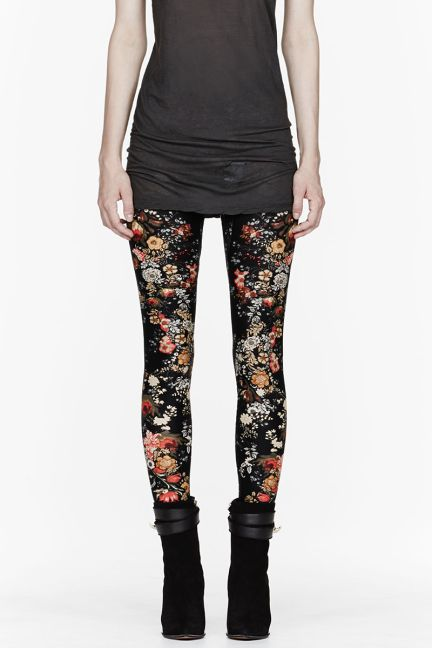 That's right: it's the return of grunge. Mini floral black leggings are so 90s chic.