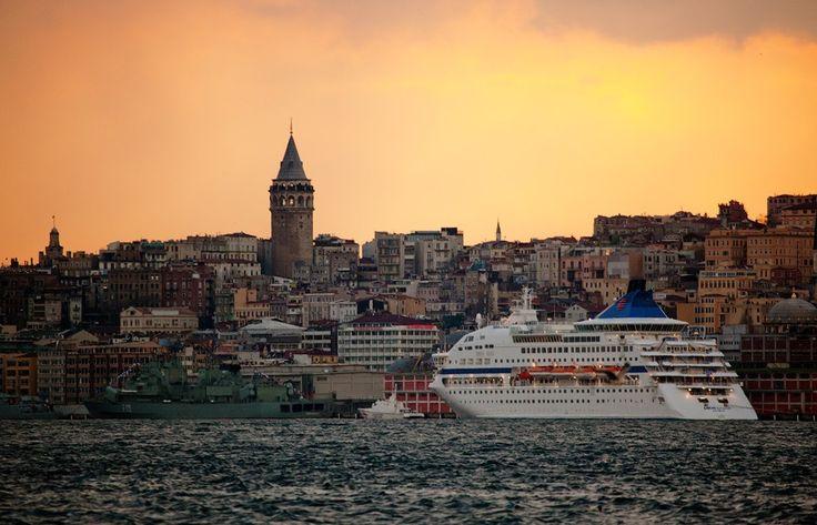 Предлагаем всем туристам, путешествующим на круизных кораблях и имеющих остановку в Стамбуле, присоединиться к нашим групповым экскурсиям и насладиться незабываемыми красотами города. Ежедневные экскурсионные программы от 55 евро на человека. Индивидуальный гид с транспортом от 200 евро на 1-5 человек. Подробное описание экскурсий и цены смотрите на сайте. http://www.istanbultravel.su/service_price/group_excursions/