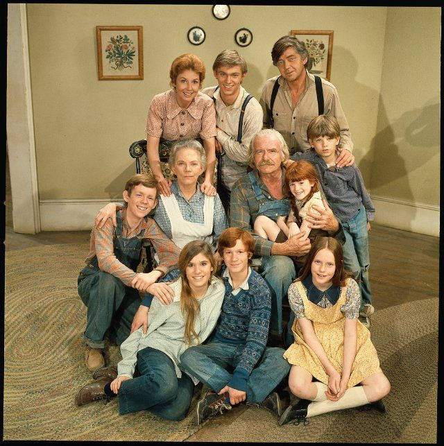 The Waltons - Still of Richard Thomas, Will Geer, Judy Norton, Ellen Corby, Kami Cotler, Michael Learned, Eric Scott and Jon Walmsley