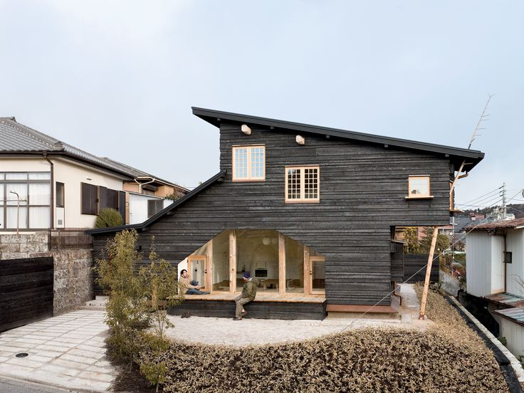 In Fujimori's most recent project, Coal House, a tearoom protrudes from the second story, accessible from the exterior by a timber ladder that appears to pierce the roof and from the interior by a secret door in the master bedroom.