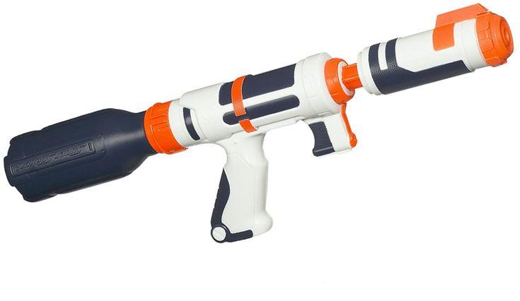 Fini de tomber à court de munition en pleine bataille d'eau : le fusil à pompe Super Soaker Bottle Blitz de Nerf (Hasbro) comporte un système permettant de visser directement une bouteille d'eau dessus. Gare aux jets d'eau ! via lsa-conso.fr