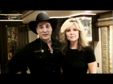 Clint and lisa hartman black give a shout out to the for Where is clint black and lisa hartman