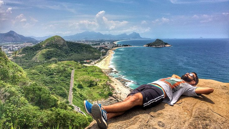 Descansando no Mirante do Caeté, depois da trilha, no Rio de Janeiro - Foto: Jeff Slaid