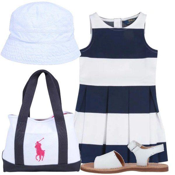 Il delizioso vestito a bande larghe bianche e blu, abbinato ai sandali bianchi cuoio, la borsa firmata e la cloche di cotone bianco, un classico in chiave moderna.