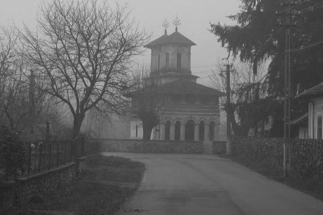 Culele Greceanu și Duca de la Măldărești, jud Vâlcea sunt mărturii în piatră ale vieții boierilor locali din Oltenia. Nu întâmplător, au devenit un decor ideal pentru cinematografia istorică.  Fotografii de Valentin Ţigău
