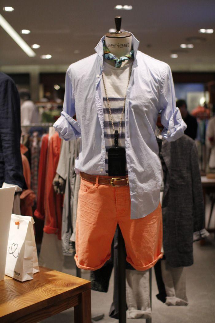 오렌지 데님 반바지에 깔끔한 블루 셔츠와 쁘띠 스카프로 포인트_시리즈 @무역센터점