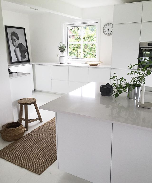 Lazy Saturday #home #kitchen #whiteinterior #interior #interior4all #boligpluss #bobedre #interiorinspiration #voxtorp #ikea