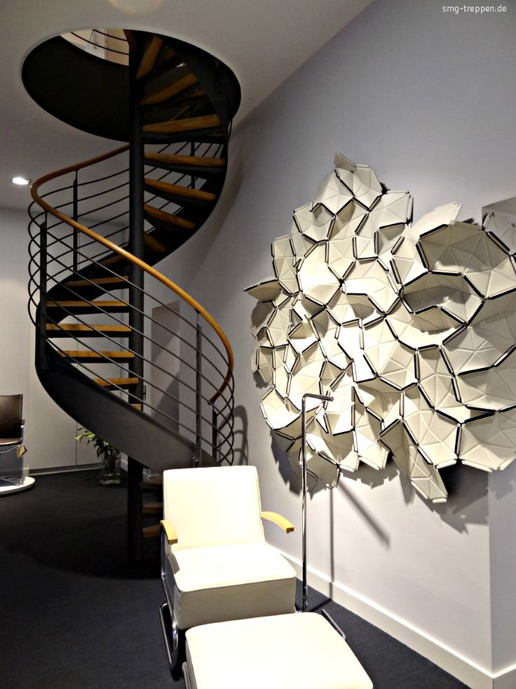 #Spindeltreppe! Moderne #Stahltreppe mit #Holzstufen made by #smgtreppen www.smg-treppen.de #treppen #stairs #escaleras #stahltreppen #holztreppen #designtreppen #wirdenkenmit #treppe #treppenbau