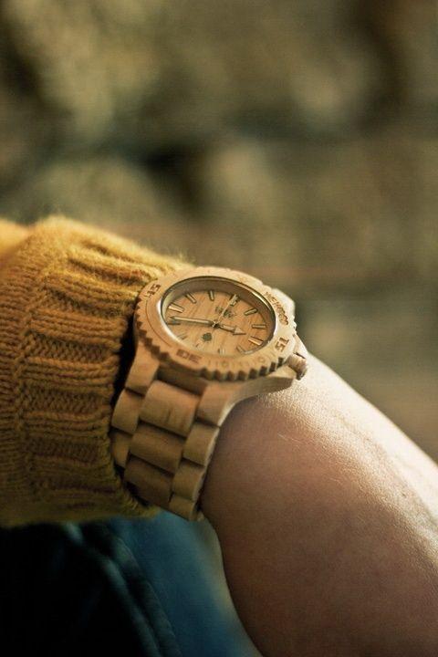 Přivítejte rok 2015 s novým kouskem na vašem zápěstí. Co třeba dřevěné hodinky WEWOOD Date??? http://www.24time.cz/hodinky/wewood/