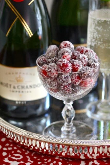 Sparkling Sugared Cranberries: easy to make and can be used as garnish or an appetizer for Thanksgiving, Christmas or New Years Eve!