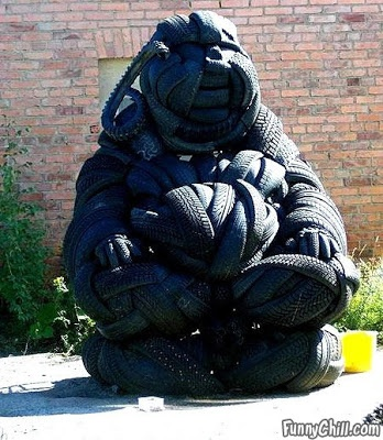 Ways To Reuse Old Tires = gorilla statue