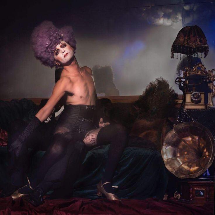 Reverso in Kabarett der Namenlosen.  Wig by Nina Butkovich- Budden. Make-up by Astrid Steibich. Image by Teri Darnell