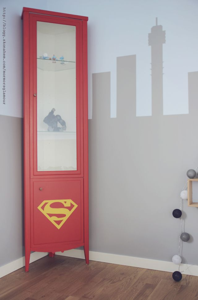 DIY-Transform an old cabinet to a Superman locker | DIY Mormorsglamour