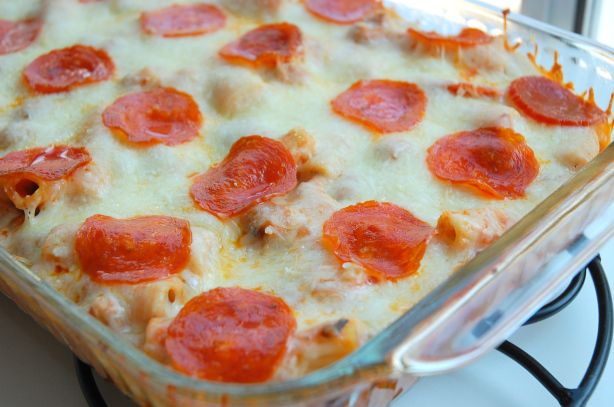 Pizza Casserole: 1 lb ground lean turkey sausage 1 med onion, chopped 1 clove garlic, minced 1 t italian seasoning 2 t olive oil 1 (26 ounce) jars spaghetti sauce 8 ounces rotini pasta , cooked and drained 2 c shredded mozzarella cheese 20 slices of turkey pepperoni