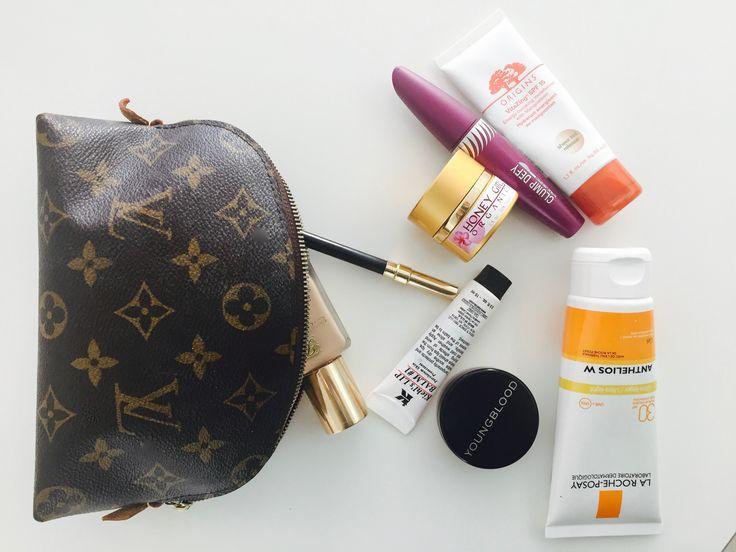 Vores skønhedsredaktør, Anna, har samlet seks skønhedsprodukter, du altid kan finde i hendes makeuppung