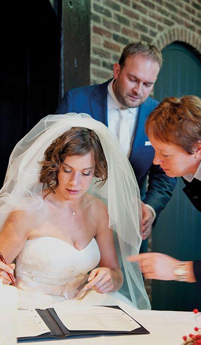 De handtekeningen in het trouwboekje maken het officieel. Oók de trouwceremonie laat je bij Mereveld plaatsvinden. #Mereveld Utrecht in TOP 5 populairste trouwlocaties van Nederland!
