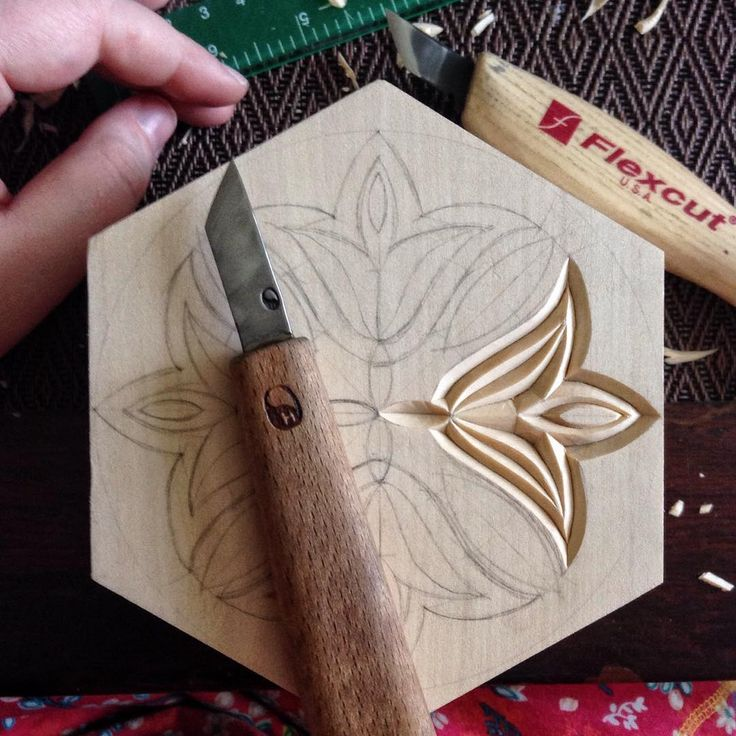 I am already using the pattern I showed yesterday in my new box. . . . . . . . #chipcarving #woodwork #woodworking #woodcarving #резьбаподереву #геометрическаярезьба