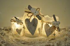 Atmosfera romantica - Cuoricini sulle decorazioni di Natale con i barattoli di vetro.