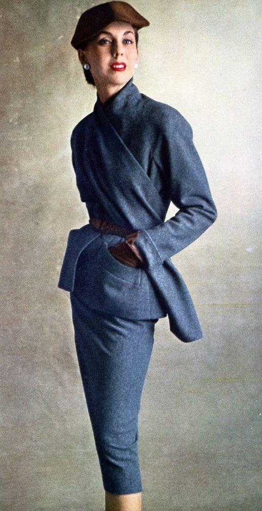 1950-51.  Elegante traje de Dior. Foto de Irving Penn. Octubre 1950