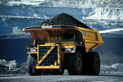 Caterpillar 797B Haul Truck.What a beautiful picture.This this 797Bs purpose into a picture