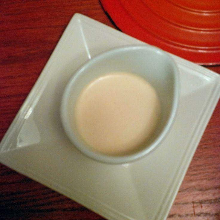 Sauce tahini aux prunes japonaises.   1/2 tasse Tahini de sésame 1 citron pressé 1 tasse d'eau ( selon la consistence recherchée) 1 c. à café prunes japonaise umeboshi (option : sel, sauce tamari, miso blanc)  Passer le tout au mixer (mélangeur). Servir en accompagnement d'une viande ou en guise de vinaigrette.  English version below.   Se conserve au frigo pendant une semaine.
