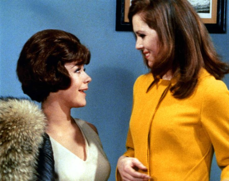 Tara King (Linda Thorson) & Emma Peel (Diana Rigg) in the Avengers episode 'The Forget-Me-Knot'