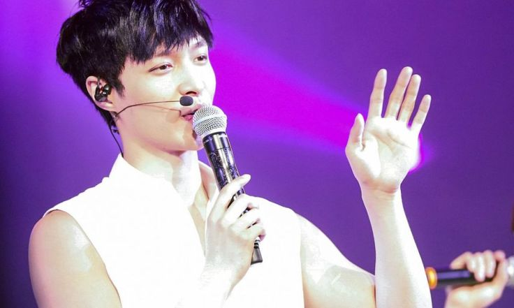 EXO Lay Goes Solo