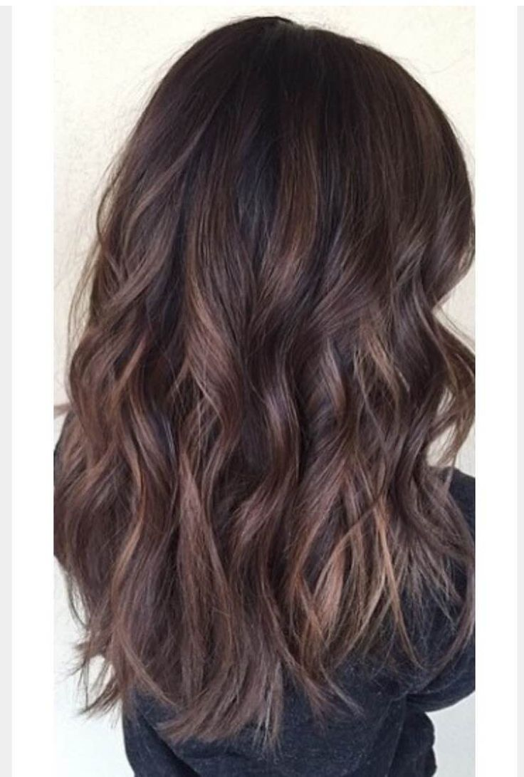 Warm Hues Such As Caramel And Honey Brown Highlights Look Flawless On Naturally Dark Hair Colors You Can Lighten Up With A Few Or Get Balayage