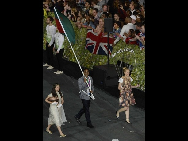 July 27, 2012; London, United Kingdom; Bangladesh flagbearer Rahman MD Mahfizur carries the flag during the Opening Ceremony for the 2012 London Olympic Games at Olympic Stadium. Mandatory Credit: Richard Mackson-USA TODAY Sports.  Credit: