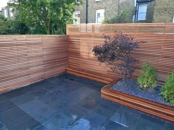 Garden design small backyard ideas with wooden fence for Modern low maintenance garden ideas