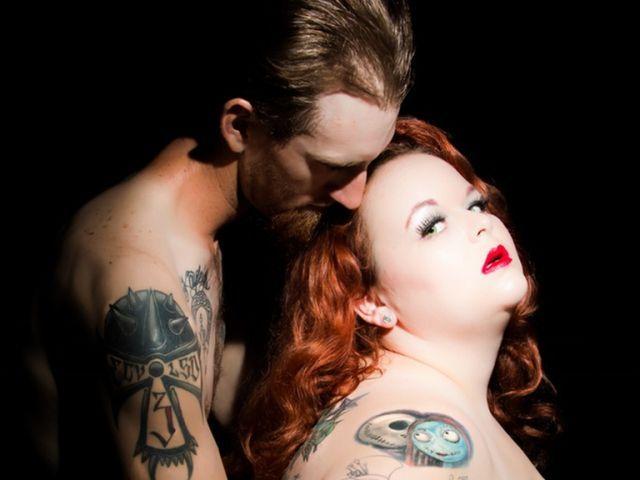 Kat Stroud büszkén viseli a testét, szereti önmagát kövéren, ám nem volt ez mindig így. A férje tanította meg, hogyan fogadja el a külsejét: azzal, hogy feltétel nélkül szerette a nőt. A Bustle magazinban mesélte el a történetét.