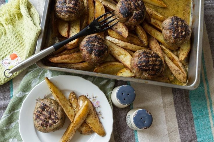 Try Akis delicious and aromatic meatball burger recipe. Try these soft and juicy, roasted meatball burgers and potatoes are quite unique!