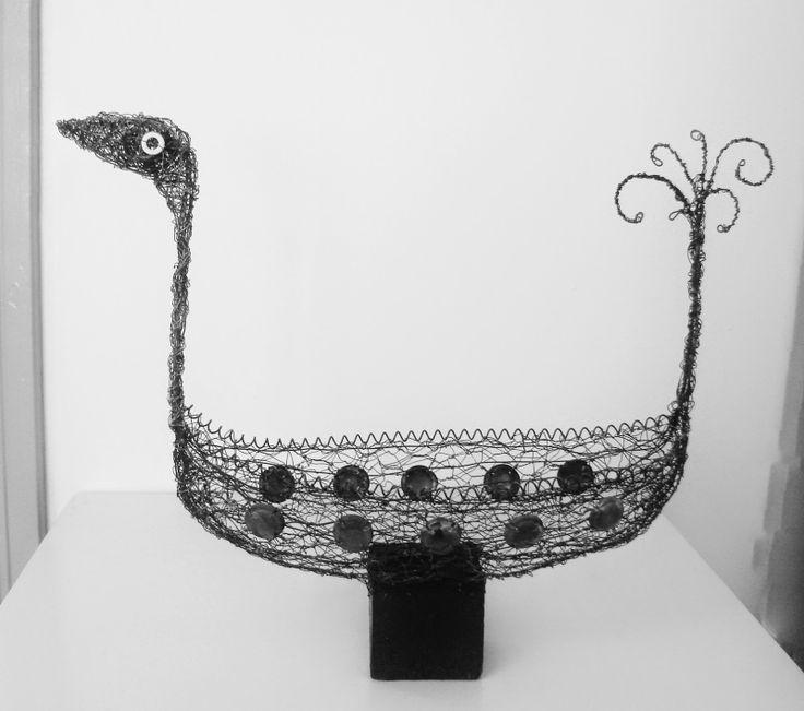 SOTKA 2014, rautalanka, metalli, puu. 430x520x140