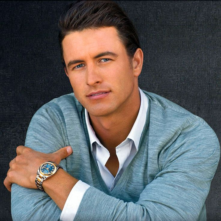 australian golfer, adam scott. i actually watched a game of golf on TV for this eye candy.